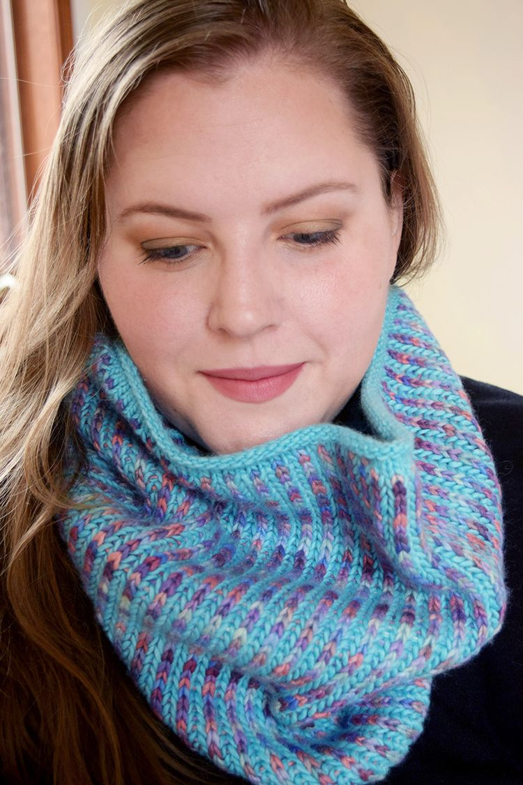 Knitting With Two Colors In The Round : Two color brioche in the round knit cowl free pattern and