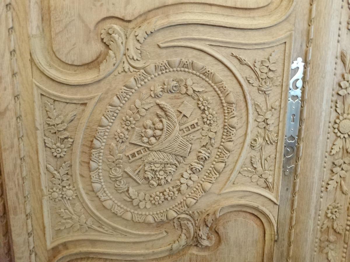 Belle armoire normande de mariage cauchoise en ch ne sculpt antiquit s lombart proantic - Faire l amour sur un meuble ...