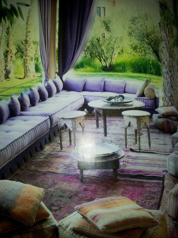 Beautiful purple moroccan lounge <3 Maison Malou loves it!