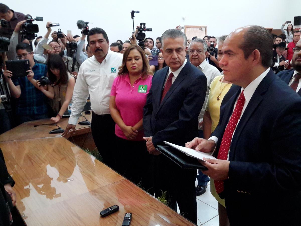 Asegura Enrique Serrano que sólo tiene 3 propiedades con valor de 5 mdp   El Puntero