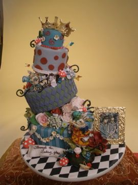 Through the Looking Glass by Merci Beaucoup Cakes.