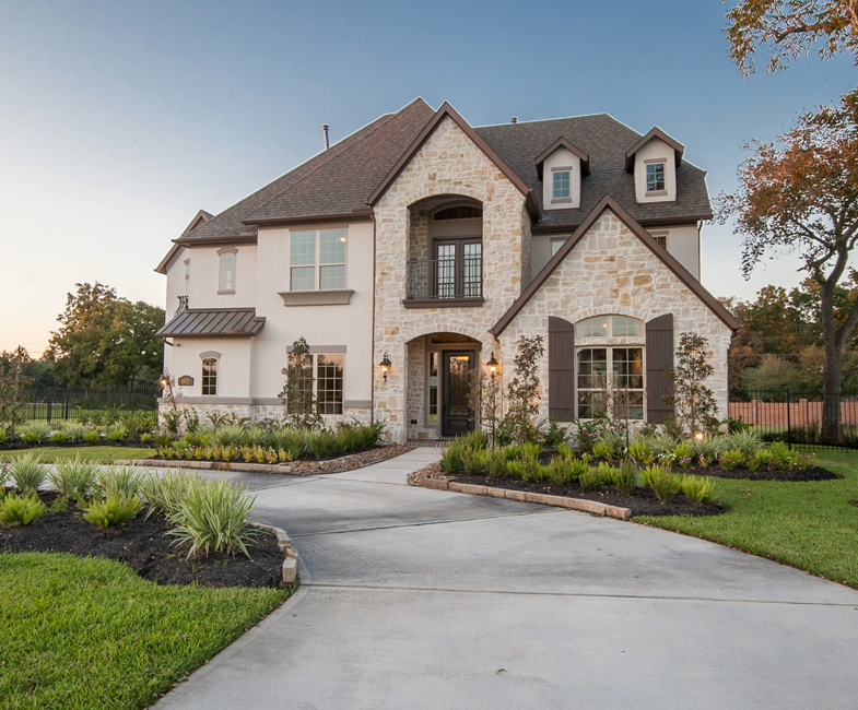 Gorgeous white home exterior in missouri city texas for Stucco and stone exterior