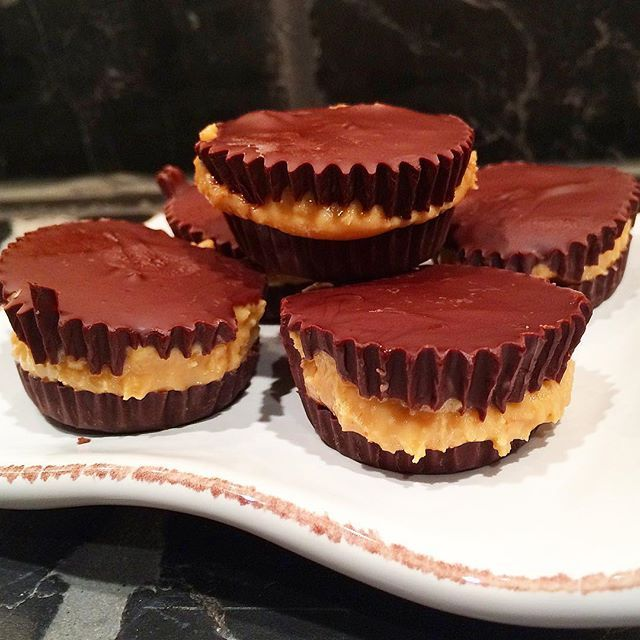 Just-2-ingredients-treats Melt dark organic chocolate and fill 1/3 of a small cupcake Freeze for 1 h. Remove from freezer and fill 1/3 with organic peanut butter and the rest of the cup with the chocolate. Freeze again until the chocolate is solid.