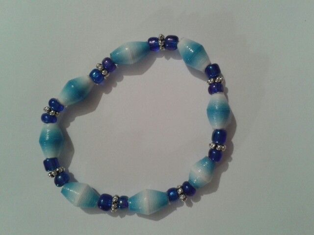 Stretchcord paper bead bracelet for a child