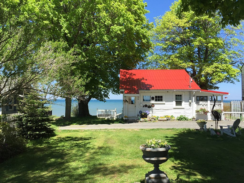 Swell Cottage Vacation Rental In Lyndonville Ny Usa From Vrbo Interior Design Ideas Gentotryabchikinfo
