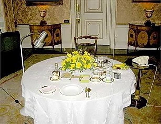 The Queen S Private Dining Room At Buckingham Palace Buckingham Palace Buckingham Palace London Buckingham