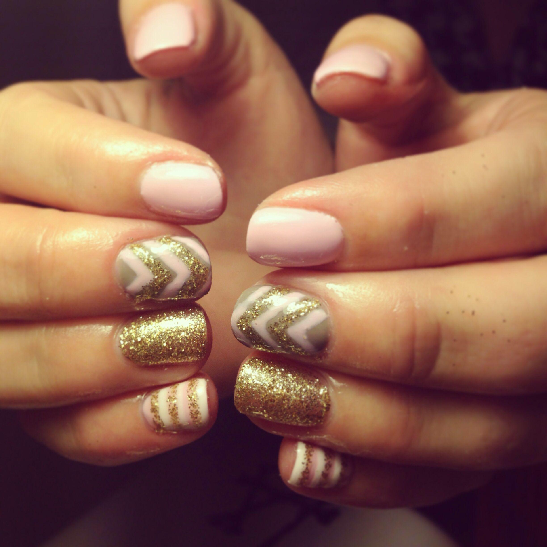 Paintbox | A Modern Manicure Studio | Uñas doradas