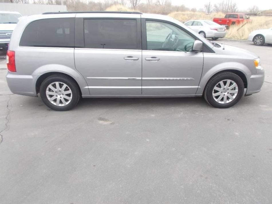 Used 2016 Chrysler Town and Country Touring 4dr Mini Van