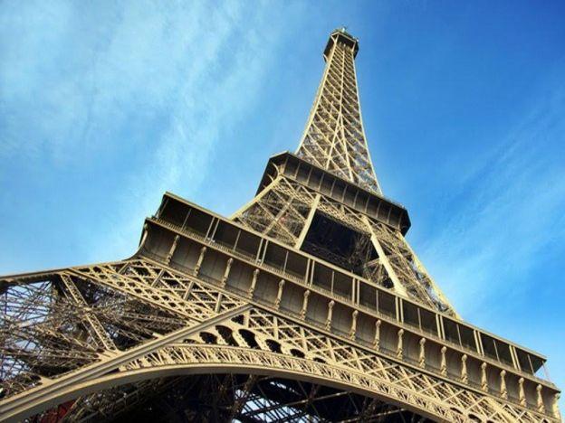 Tangga Eiffel Tower Dijual Jutaan Ringgit Menara Eiffel Paris Perancis Sebahagian Daripada Tangga Da Eiffel Tower France Eiffel Tower Paris Eiffel Tower