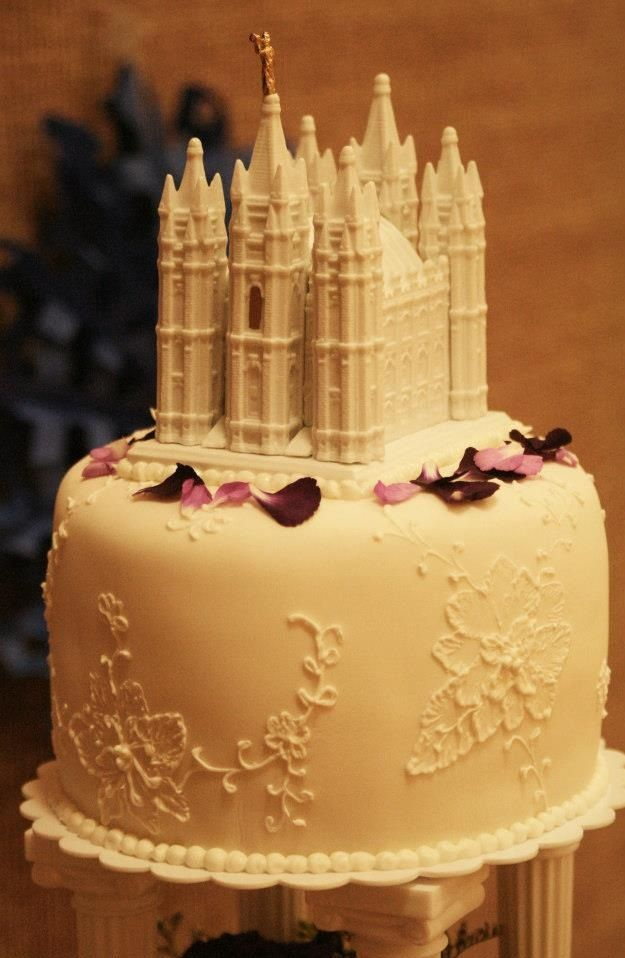 Brush Embroidery Wedding Cake with fresh flowers and ceramic temple ...