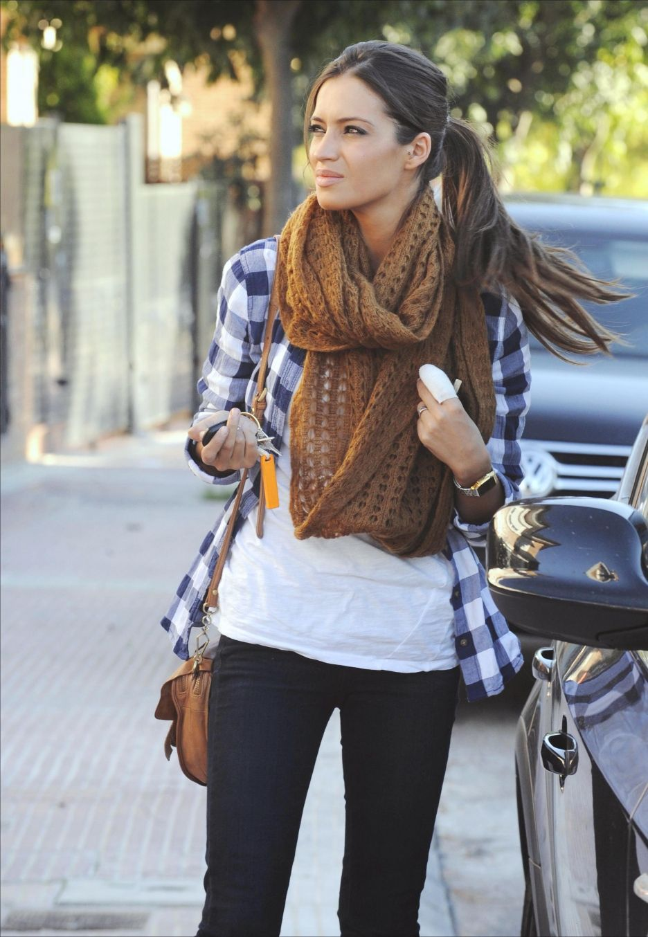 Fall Outfit: Brown/Tan Scarf + Blue & White Gingham Shirt + White Tank/Tee + Dark Skinnies