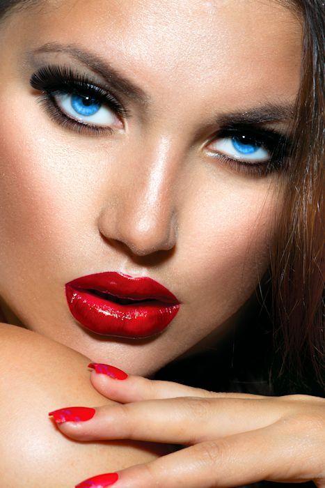 Crossdressing B&B   Make up   Purple lips, Woman with blue ...
