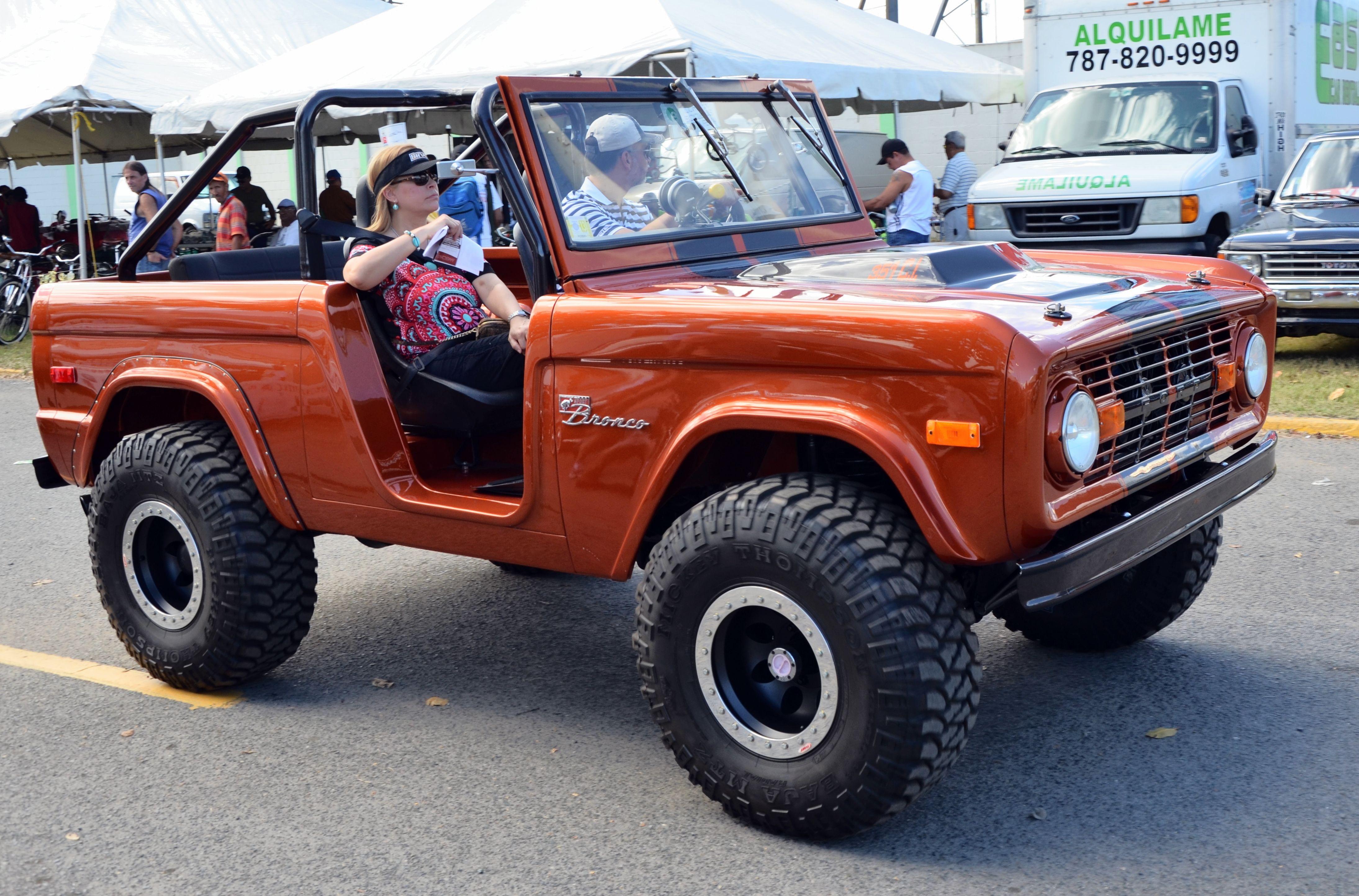 Ford Bronco SUV Sports Utility Classic ford broncos