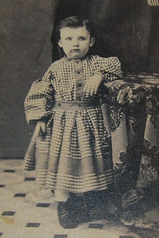 During this era, both boys and girls wore dresses as toddlers ...