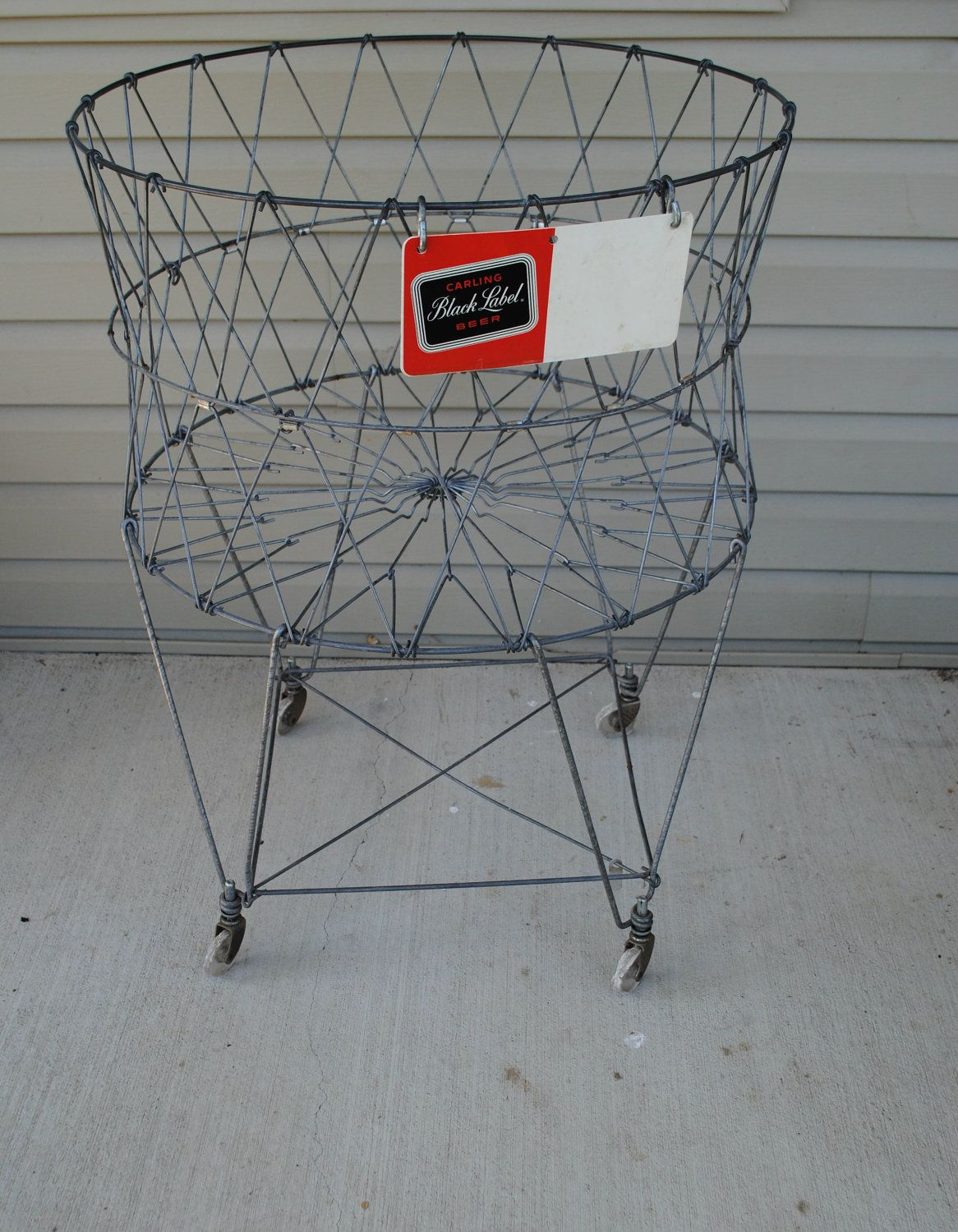 Vintage Wire Laundry Basket/have to find a place for this ...