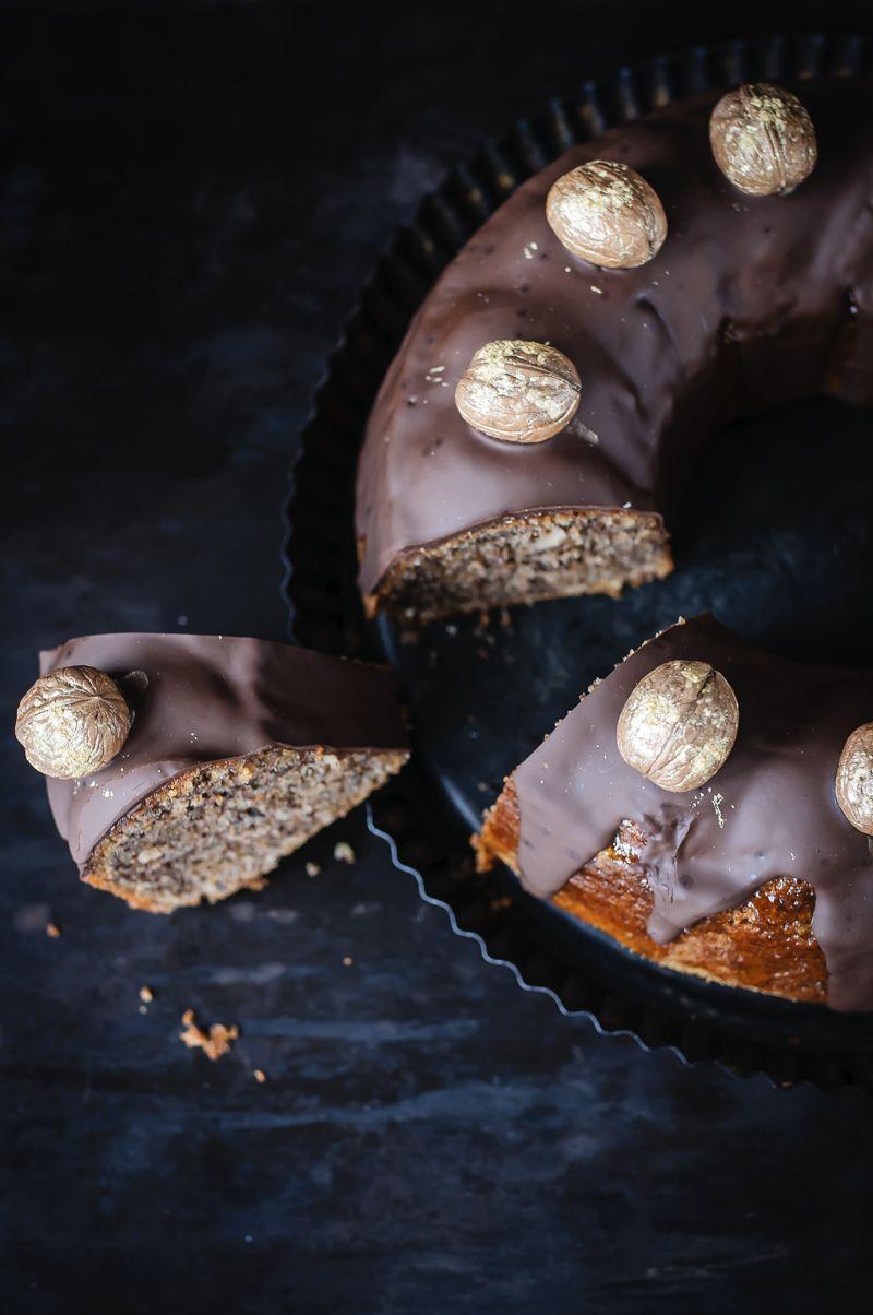 Saftiger Walnusskuchen mit dunklem Schokoladenüberzug, oder: es lebe die neue Kuchenspießigkeit! - trickytine #fondant