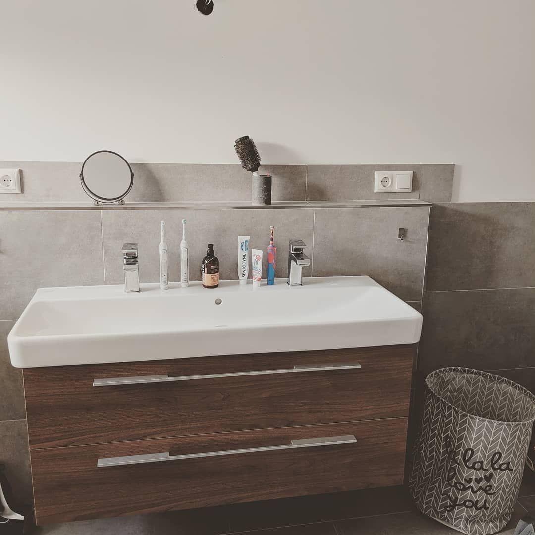 Diese Woche Durft Ihr Unser Bad Kennenlernen Bild 2 4 Hier Sieht Es Noch Etwas Nach Baustelle Aus So Niedlich Der Klei Double Vanity Vanity Bathroom Vanity