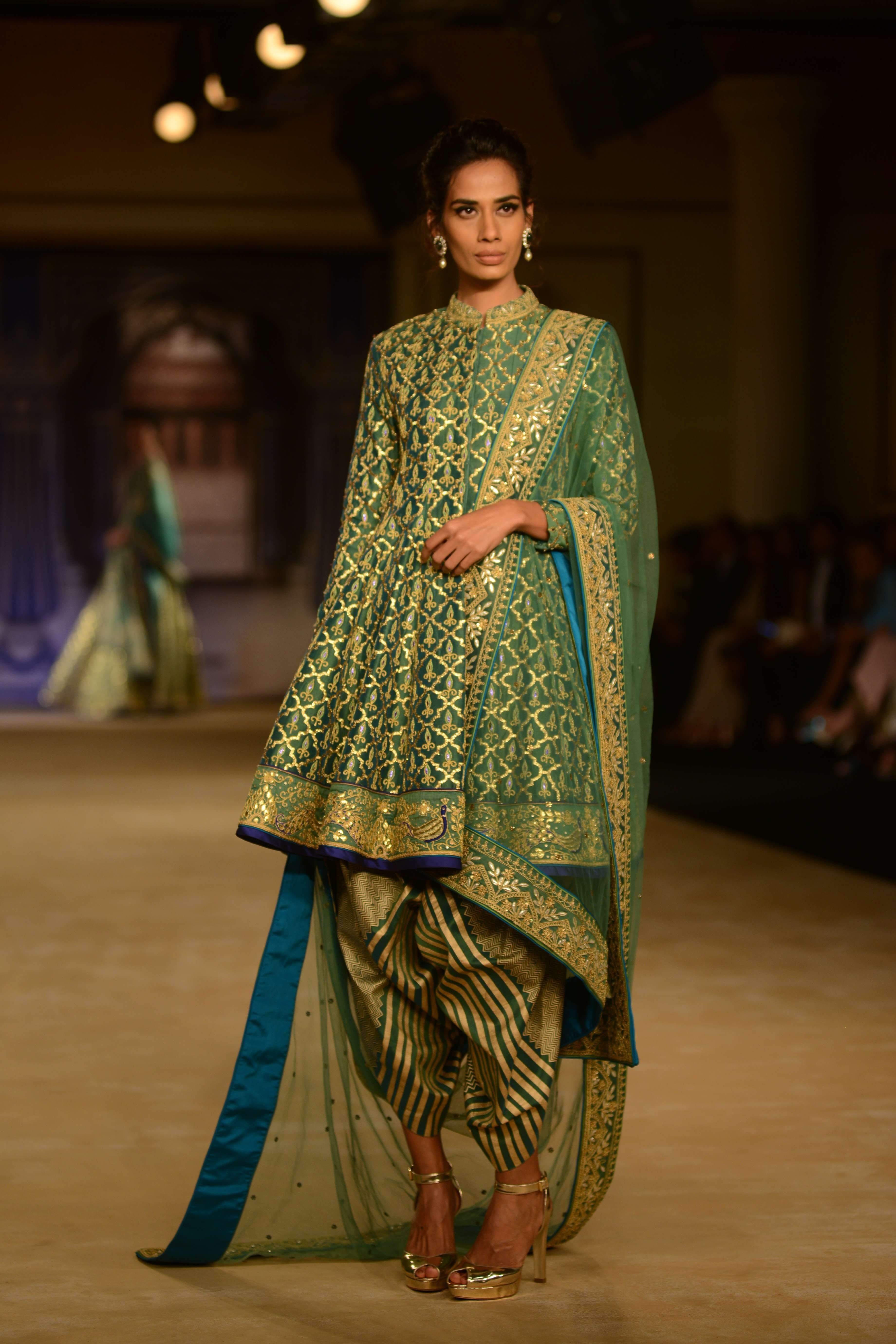 Reynu Taandon Showcased Her Collection Cyan At Icw 2017 Organised By Fashion Design Council Of India Icw2017 Punjab Pakistani Dresses Fashion Indian Design