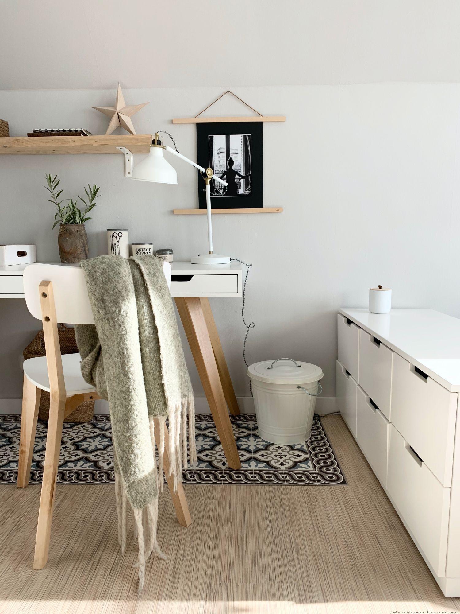 Farbfreude Biancas Kinderzimmer In Hellgrau Kolorat In 2020 Wandfarbe Hellgrau Kinder Zimmer Wandfarbe Grau