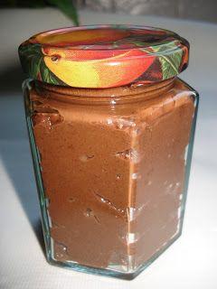 Els Kookt: Hazelnootpasta voedselzandloper 100g zwarte chocolade (+ 70% cacao) 100 ml hazelnoot- of amandelmelk 100g hazelnoten, gepeld 3-4 el hazelnootolie, ik gebruikte walnootolie