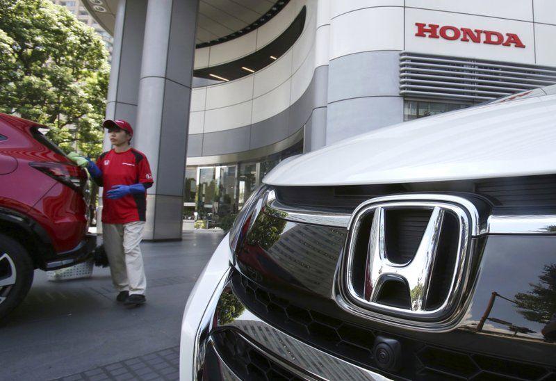 Tokyo Ap Honda Is Recalling About 232 000 2018 Accord Vehicles And 2019 Insight Hybrid Cars In The U S For Malfunctioning Soft Honda Honda Logo Hybrid Car