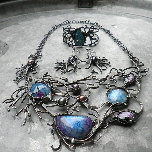 Jewelry is made of pewter and several agates and freshwater pearls. Soustavy...nejen ve vesmíru...handmade  by Tereza O.