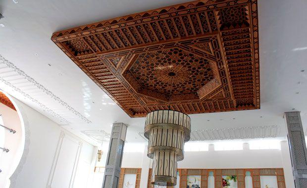 L 39 artisanat marocain les plafonds en bois ou platre for Difference design et artisanat