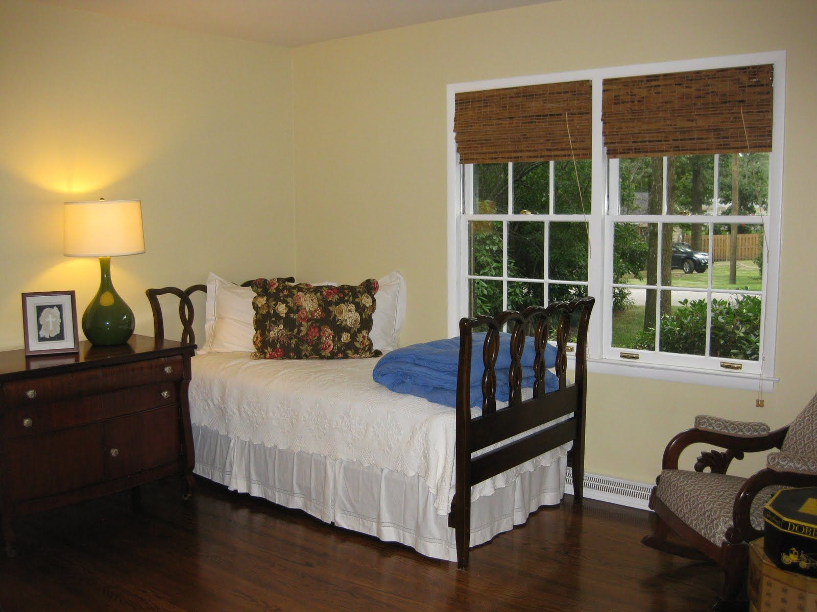 benjamin moore philadelphia cream paint philadelphia wall colors room colors. Black Bedroom Furniture Sets. Home Design Ideas
