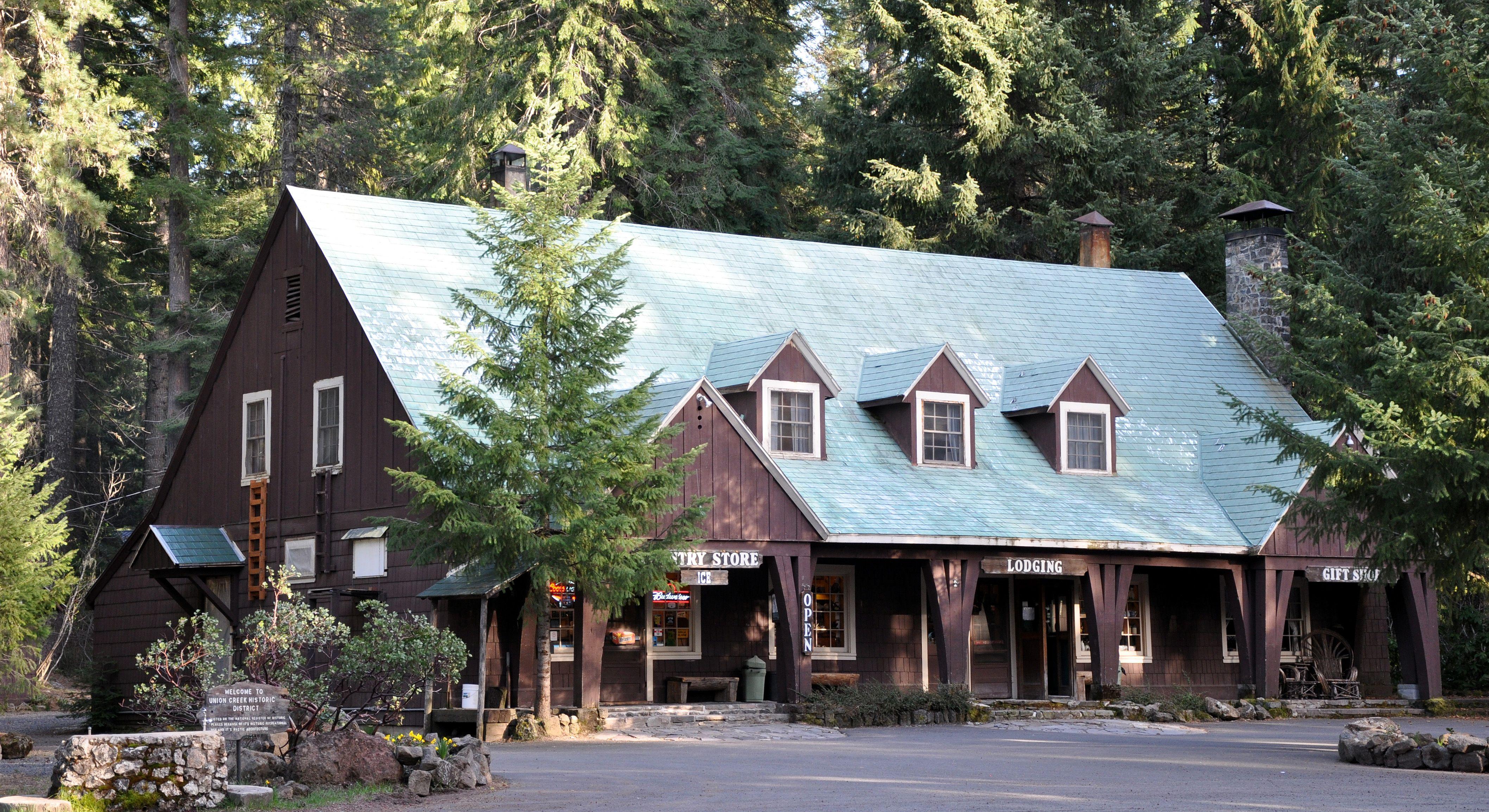 union creek lodge. union creek, oregon. i love old lodges and