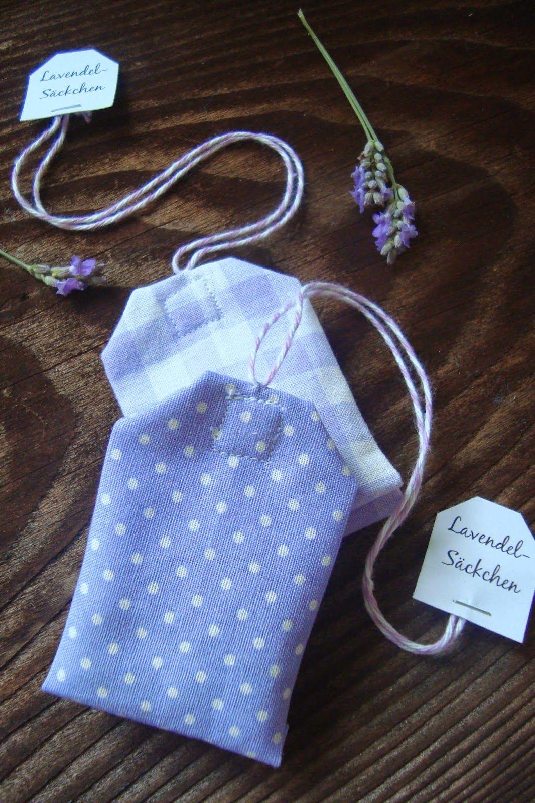 Aus dem geernteten und nun getrockneten Lavendel sind diese kleinen ...