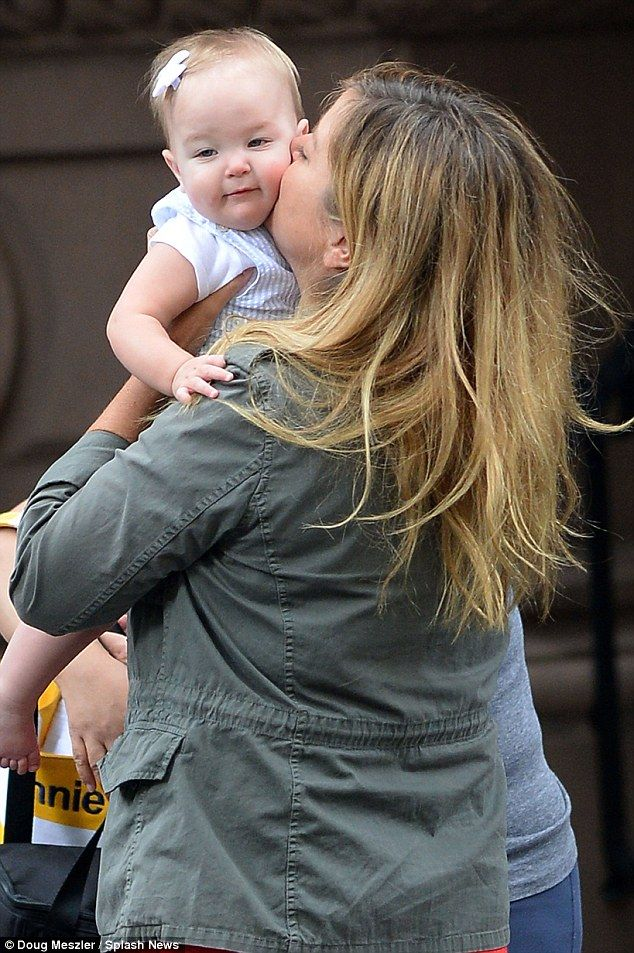 Jimmy Fallon's 2-month-old daughter Franny makes her ...