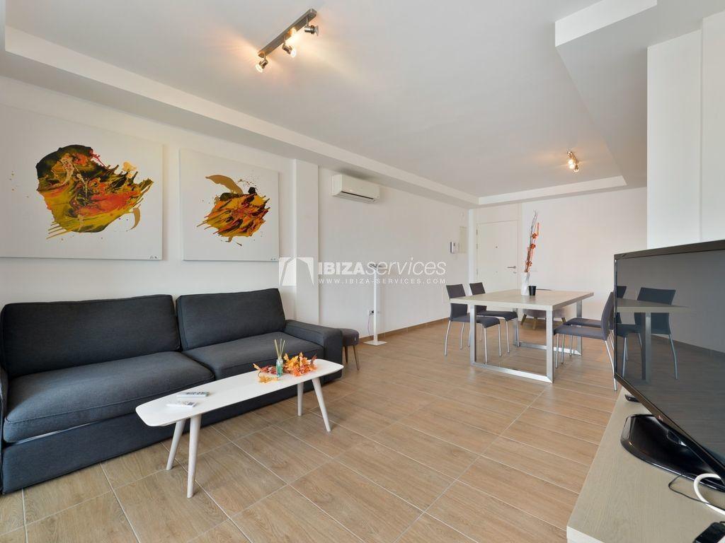 Alquiler Anual Piso Con Salon Amplio Botafoch 2 Dormitorios In 2020 Luxury Property Apartment Cheap Houses