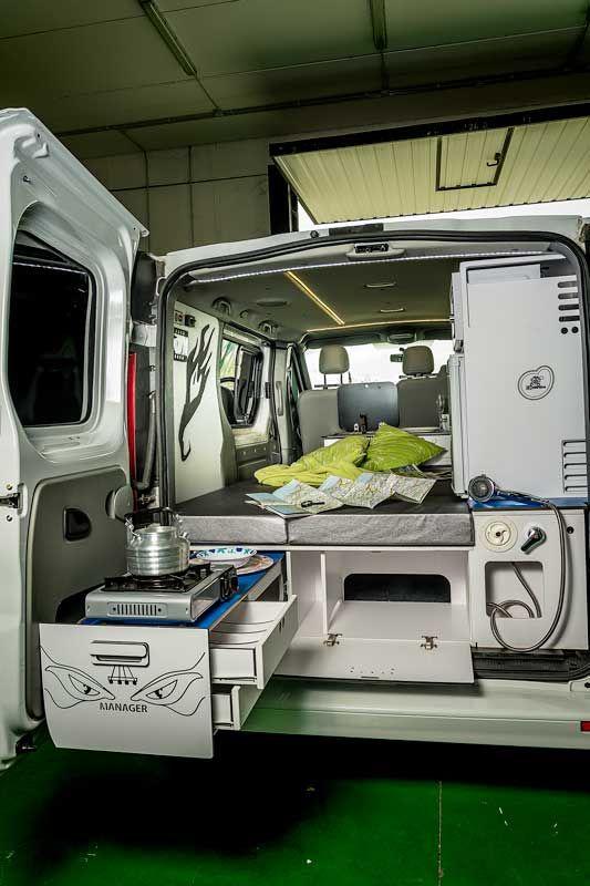 equipamiento y transformacion de furgoneta a vehiculo. Black Bedroom Furniture Sets. Home Design Ideas