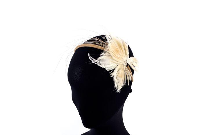 Headband butterfly feathers ivory / Diadema mariposa plumas marfil