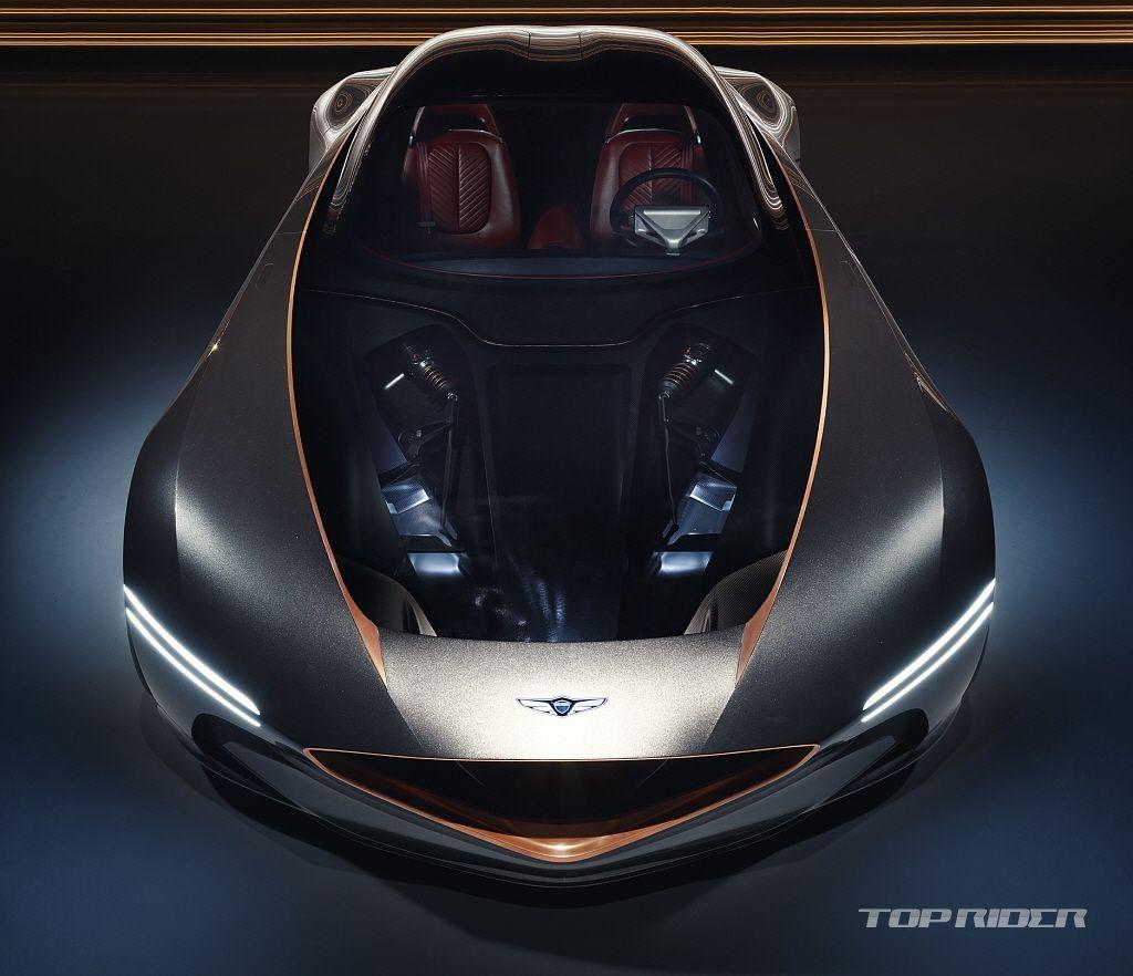 제네시스 브랜드는 28일 현지시간 전기차 에센시아 콘셉트 Essentia Concept 를 공개했다 제네시스의 첫 번째 배터리 전기차를 예고한 에센시아는 2도어 그란투리스모로 궁극의 디자인과 엔지니어링을 통해 설계된 전기 스포츠카다 에센시아에는 전통적인 슈퍼카