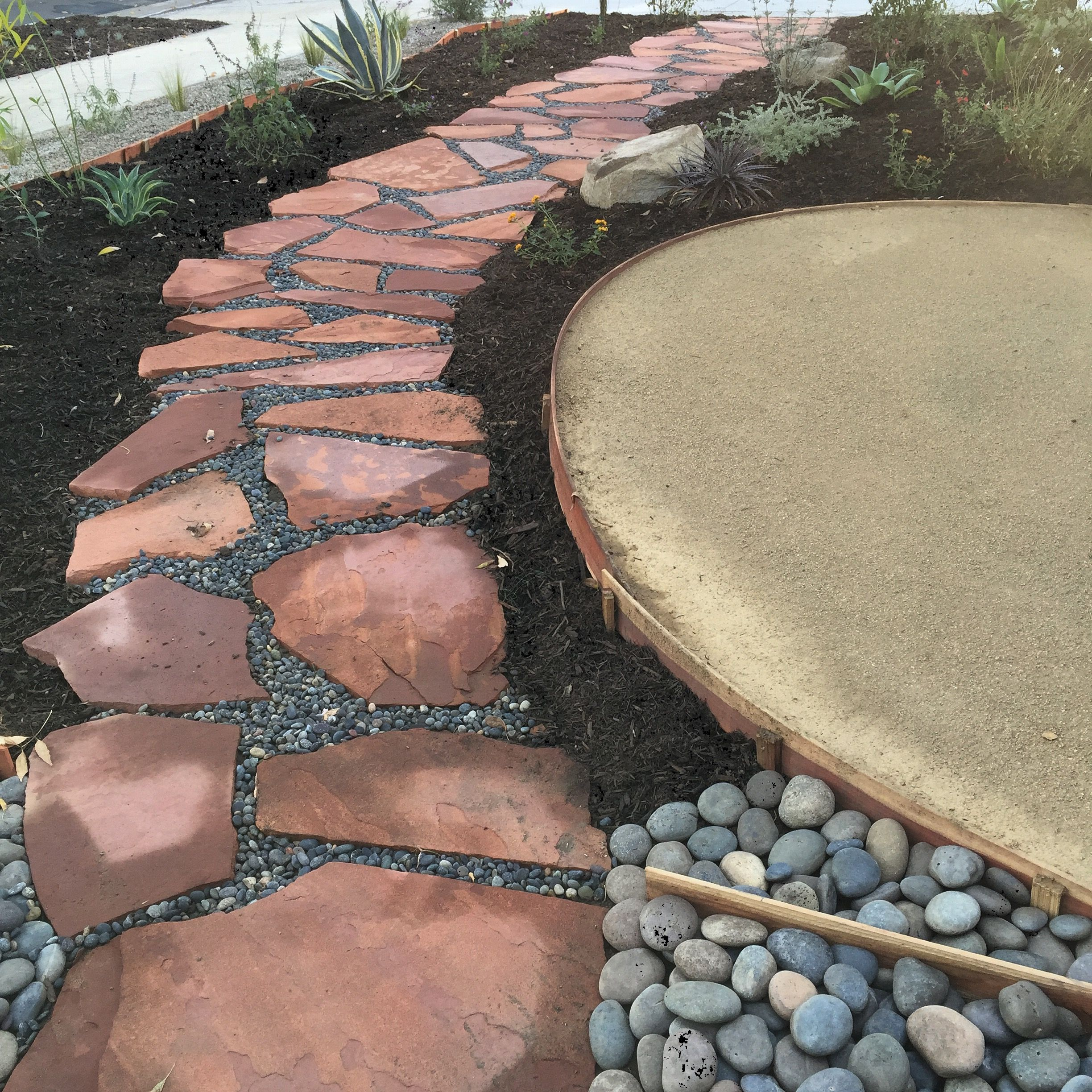 Sedona Red Flagstone With Mexican Pebble And A (DG