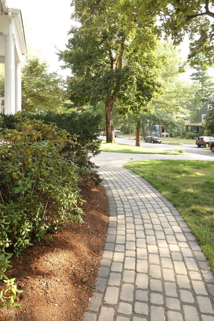 Curved front yard walkway inspiration #walkwaystofrontdoor