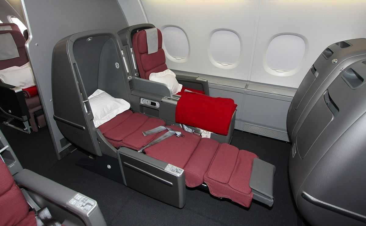 Inside Aircraft Cabin Photos Cabin Interior With Bed Of Qantas Airlines Airbus A380 Aircraft Aircraft Interiors Qantas Airlines Cabin Interiors