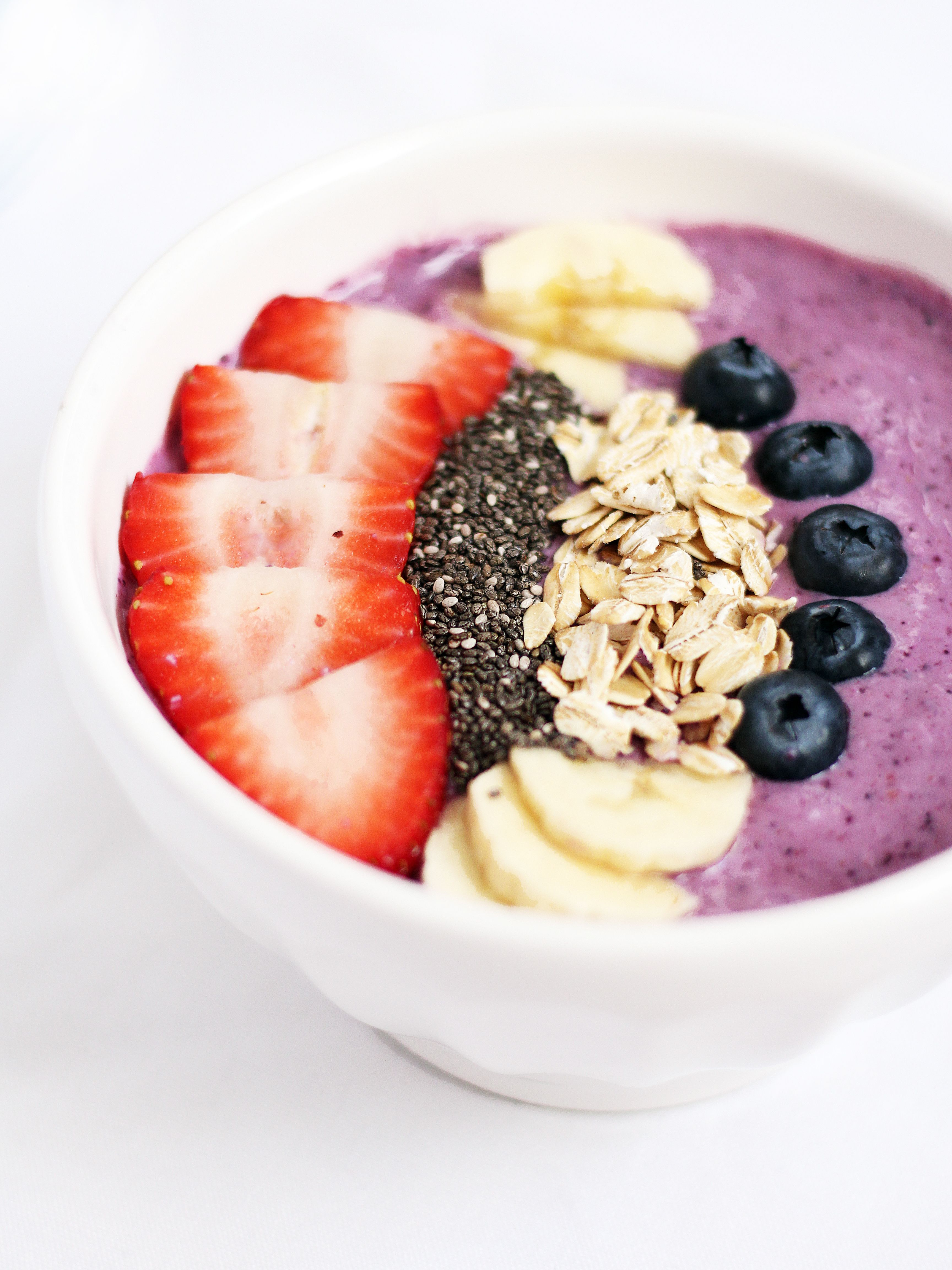 How To Make A Strawberry Blueberry Smoothie Bowl
