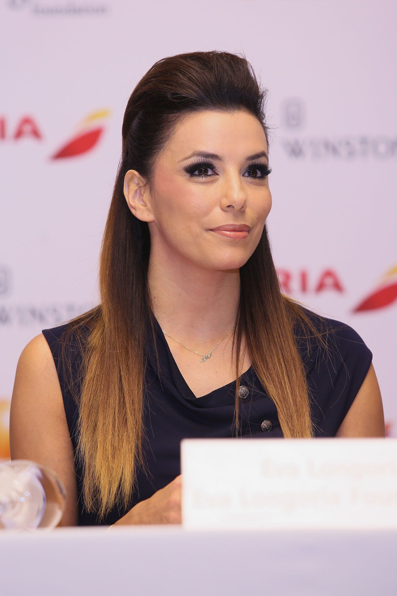 No barrette steal this hairstyle idea from eva longoria that keeps