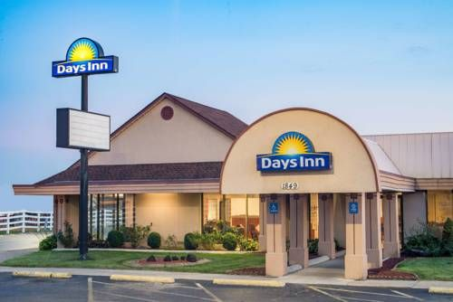Days Inn Grove City Grove City Ohio Located Off Interstate 71 This Hotel Boasts Free Wi Fi An Outdoor Pool And Rooms Grove City Ohio Hotels Grove City Ohio