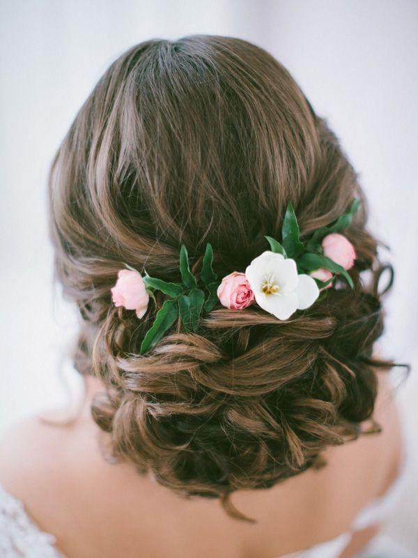 Fryzura Slubna Z Kwiatem Flower Hair Accessories Wedding Flowers In Hair Wedding Hair Accessories