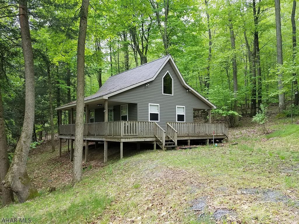 For Sale 79 900 Charming Little Cabin In The Woods At Glendale Yearound 2 Bedroom And 1 Bath Brand New Cabins In The Woods Little Cabin Community Pool