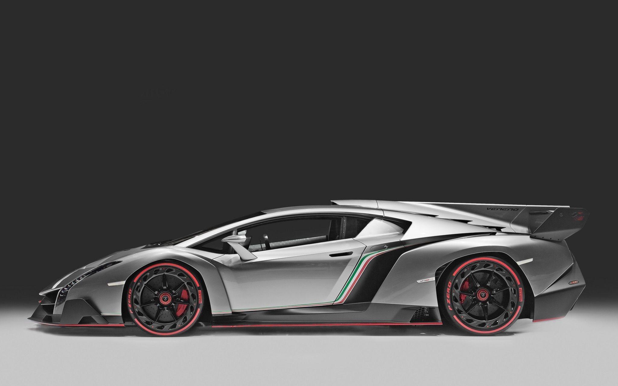 Lamborghini Veneno Look Back Fin Color Italian Flag Lamborghini Veneno Super Cars Expensive Sports Cars