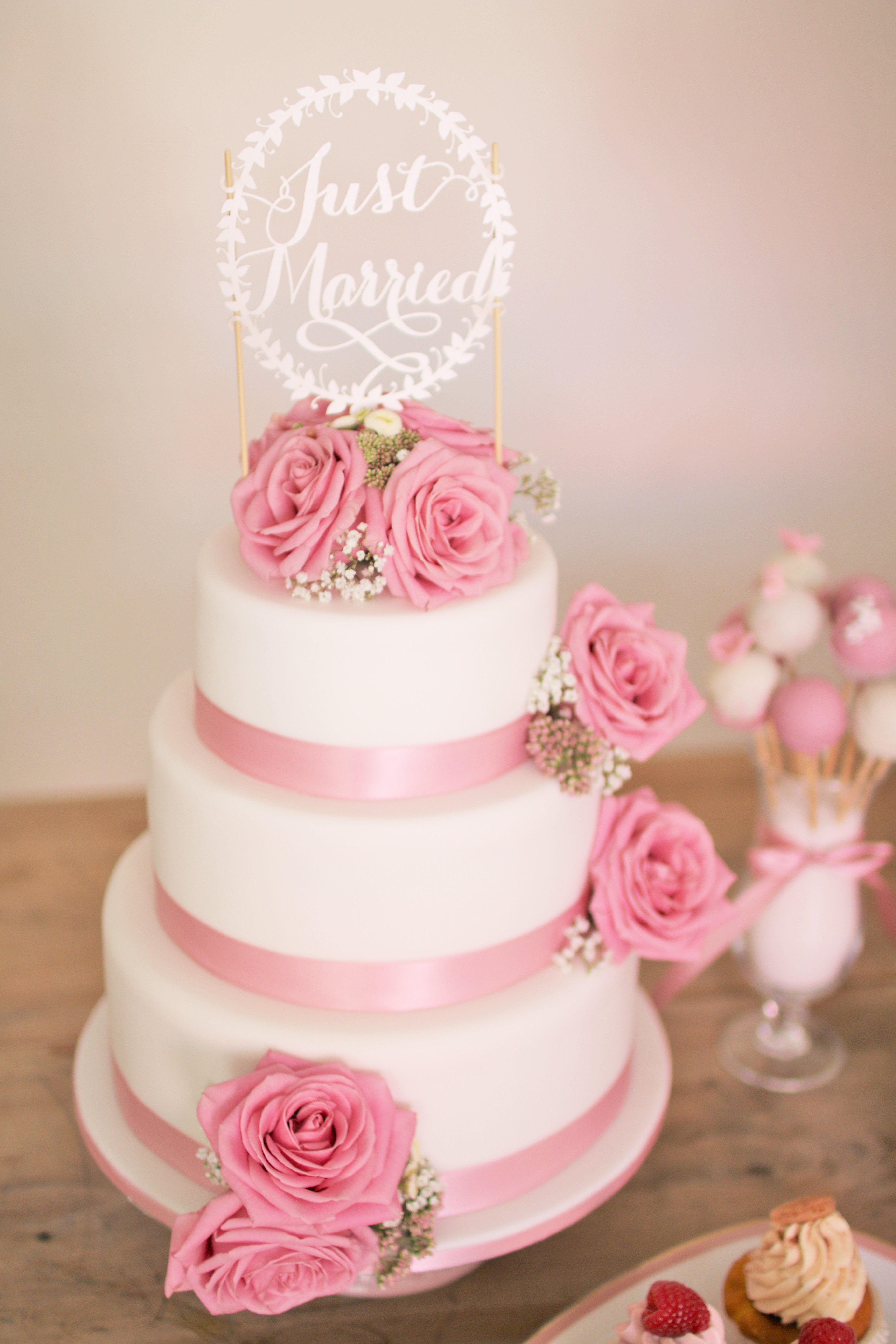 www.KUCHENmitSTIL.at - The finest pastry - a lovely 3 tier vintage ...