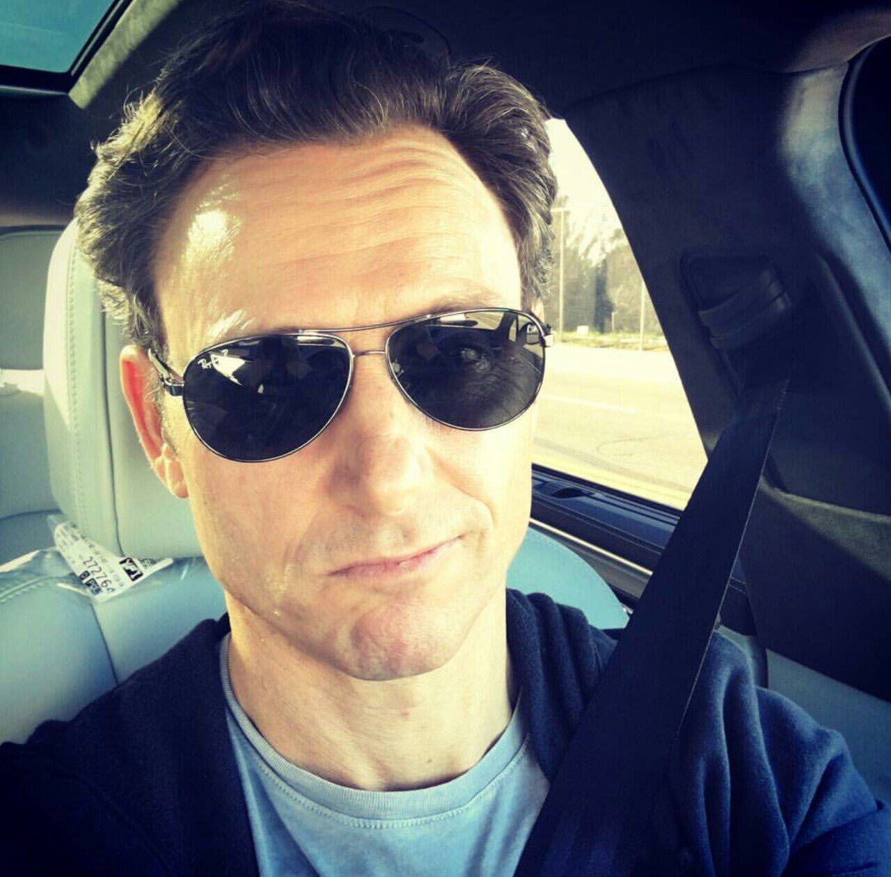 Tony Goldwyn back to set for table read 516