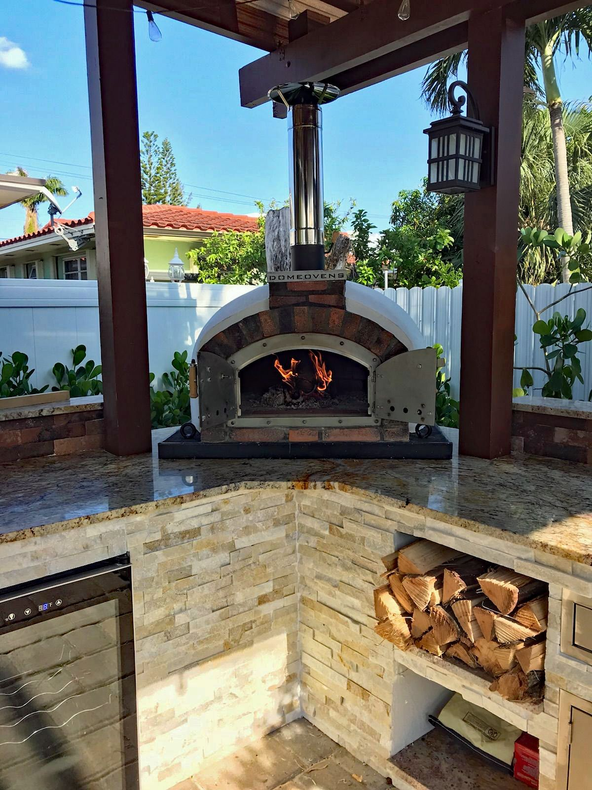 Outdoor kitchen woodfired pizza oven Woodfired pizza ovens