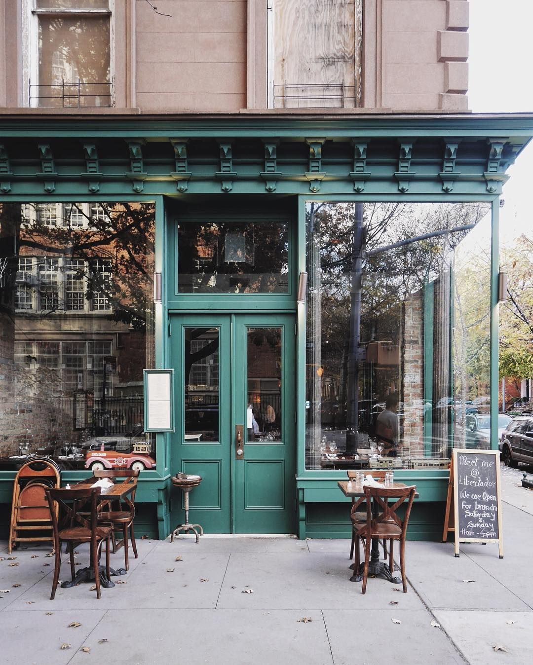 Instagram의 Davina Nyc님 I M Ready To Move To Cobble Hill Nyc Newyorkcity Brooklyn Cobblehill Cozy Coffee Shop Vintage Coffee Shops Cafe Design