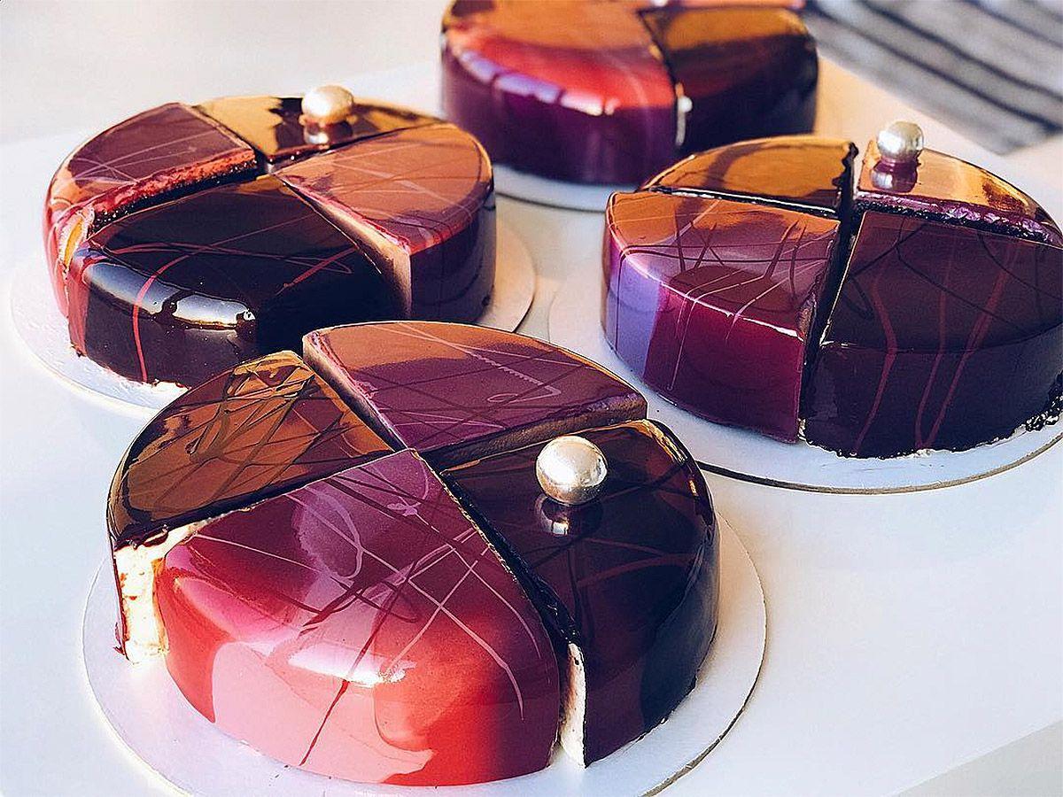 Artistic Desserts by Ksenia Nohryna – Inspiration Grid | Design Inspiration #art #artwork #dessert #cakes #cakedesign #cakedecorating #mirrorglaze #beautifuldesserts #inspirationgrid