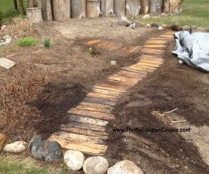 Use Free Wood Pallets To Make A Walkway For Your Garden. Easy And Free!